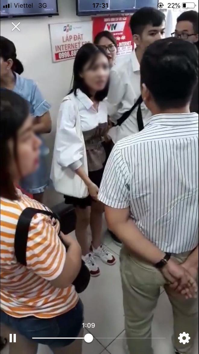 Hà Nội: Công an điều tra vụ người đàn ông bị tố sàm sỡ cô gái tại ghế chờ thang máy ở chung cư Linh Đàm - Ảnh 1