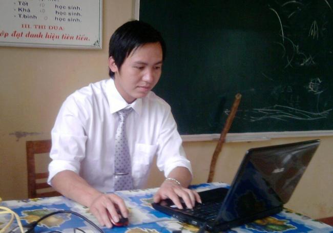 Hé lộ gia cảnh của thầy giáo khiến nữ sinh lớp 8 mang thai ở Lào Cai - Ảnh 1