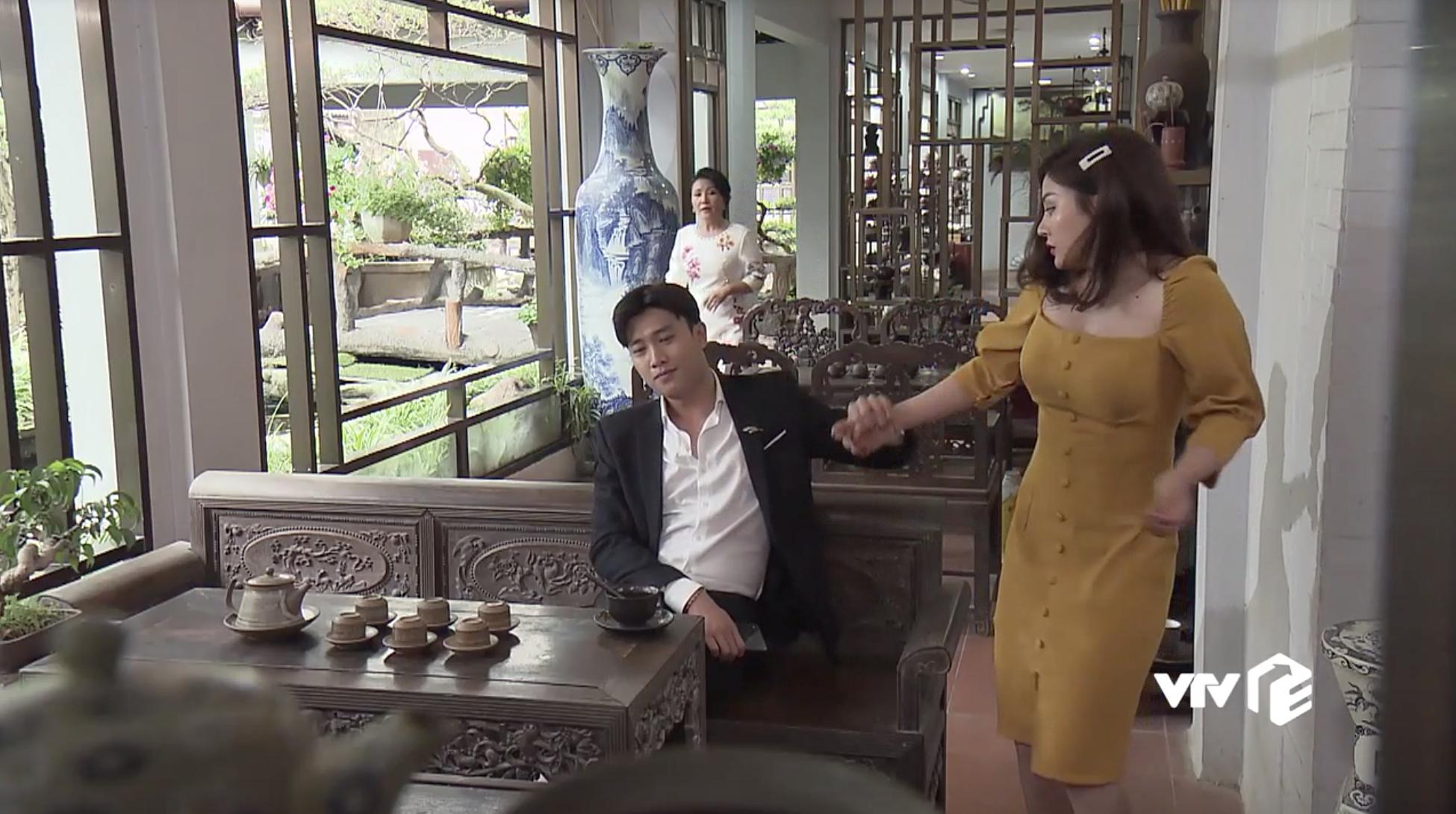 'Về nhà đi con': Sắp lấy vợ mà Vũ vẫn không bỏ thói trăng hoa, nếu không có mẹ can có lẽ đã đưa gái lạ lên giường - Ảnh 6