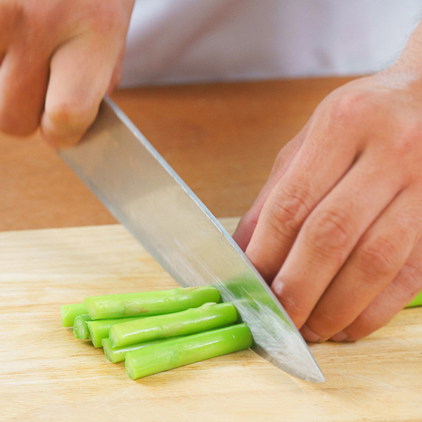 Cách làm món tôm xào măng tây giòn ngọt ai ăn cũng mê - Ảnh 1