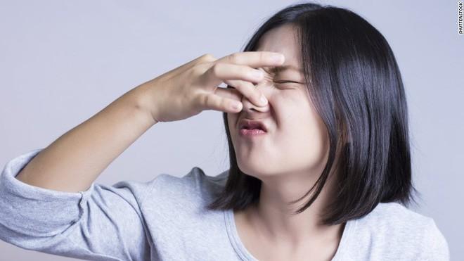 Không phải vì lười tắm rửa, mỗi vị trí trên cơ thể có mùi hôi cảnh báo những vấn đề sức khỏe khác nhau - Ảnh 1
