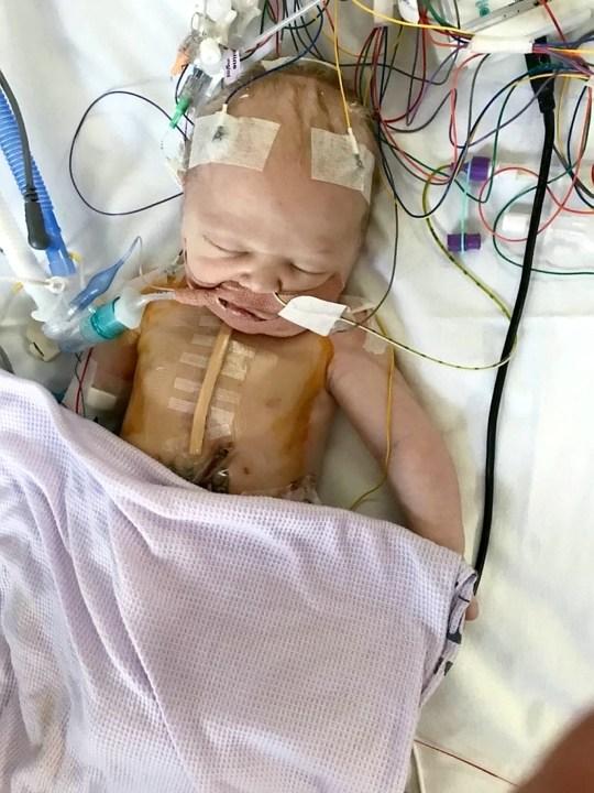 Mới sinh con được 40 phút, bà mẹ chết lặng nghe bác sĩ nói chuẩn bị tinh thần vì con rất yếu - Ảnh 2