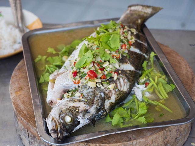 Cách làm cá hấp bia ngon ngọt, nóng hổi thơm nức mũi để cả nhà đổi gió - Ảnh 8