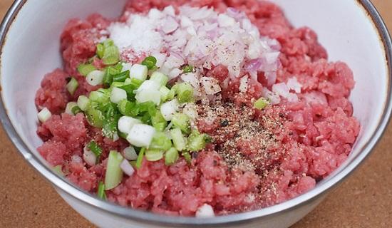 Cách làm thịt bò băm bọc nấm lạ miệng đưa cơm - Ảnh 1