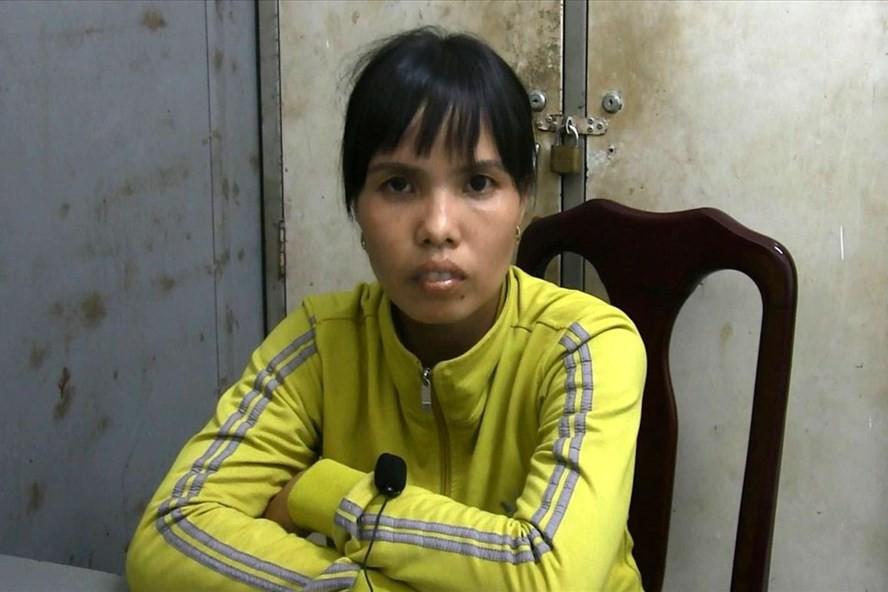 Người phụ nữ tạt nguyên ca nước sôi vào mặt bé gái 7 tuổi vì chơi trước nhà gây ồn ào - Ảnh 1