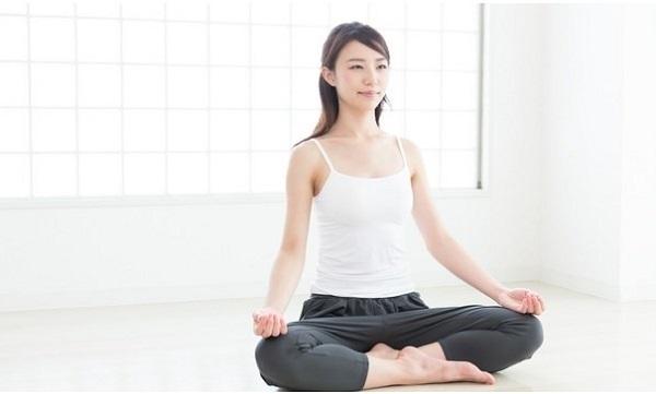 Áp dụng 9 mẹo 'dễ ợt' này khi tập động tác yoga ngồi thiền, chỉ cần hít thở vẫn giảm cân cực nhanh - Ảnh 2
