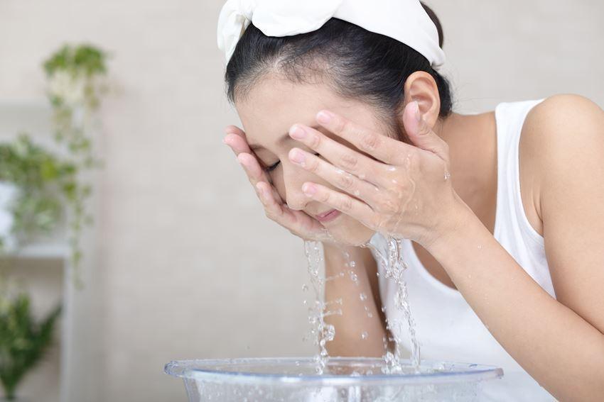 Hóa ra bí quyết để làn da phụ nữ Nhật luôn trẻ trung bất chấp tuổi tác là nhờ duy trì những thói quen này  - Ảnh 2