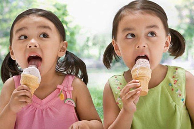 5 loại thực phẩm cực hại nếu cho con ăn trước khi ngủ: Mẹ đừng dại cho bé ăn mà rước bệnh - Ảnh 2
