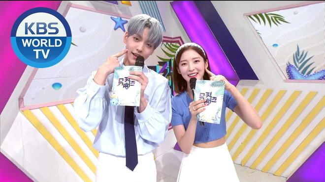 2 MC mới của Music Bank bùng nổ visual nhưng fan lại chú ý đến vũ đạo giãn cách xã hội - Ảnh 6