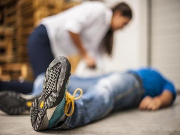 Người đàn ông chết sau 3 giờ đau đầu, bác sĩ cảnh báo 4 dấu hiệu cần được chú ý - Ảnh 3