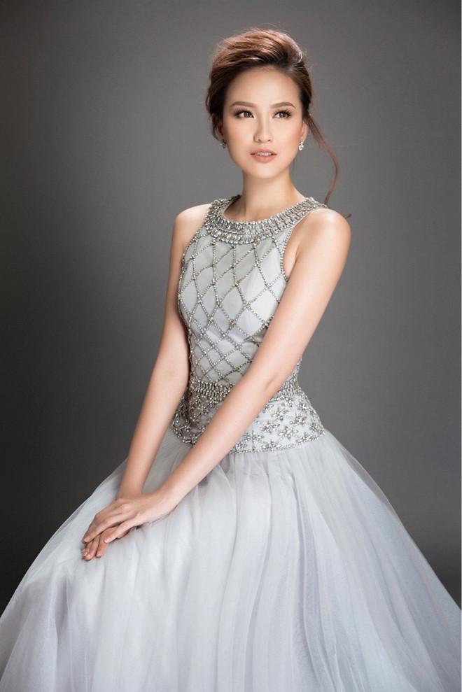 Dân mạng phát hoảng vì thân hình phát tướng của Hoa hậu Hoàn cầu sau 2 năm đăng quang - Ảnh 1