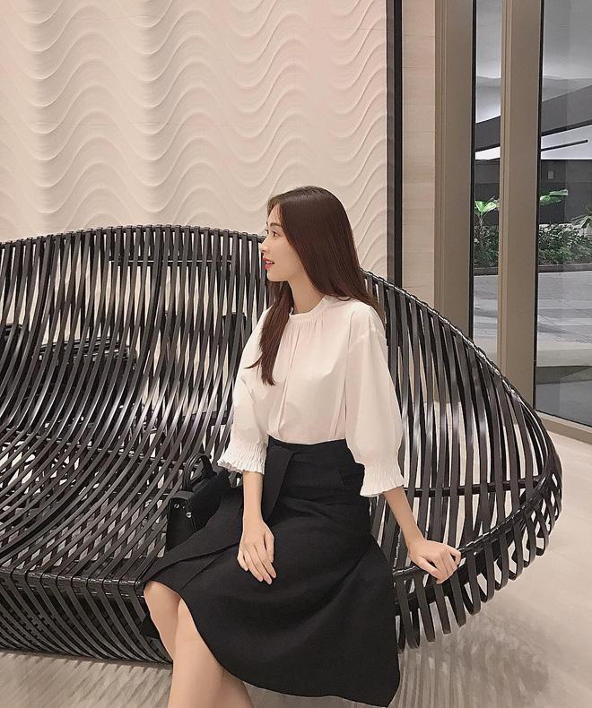 """Đối lập như Hà Tăng và Hoa hậu Thu Thảo: Cùng mê áo trắng nhưng người đậm chất công sở, người lại 'hack"""" tuổi tài tình - Ảnh 4"""