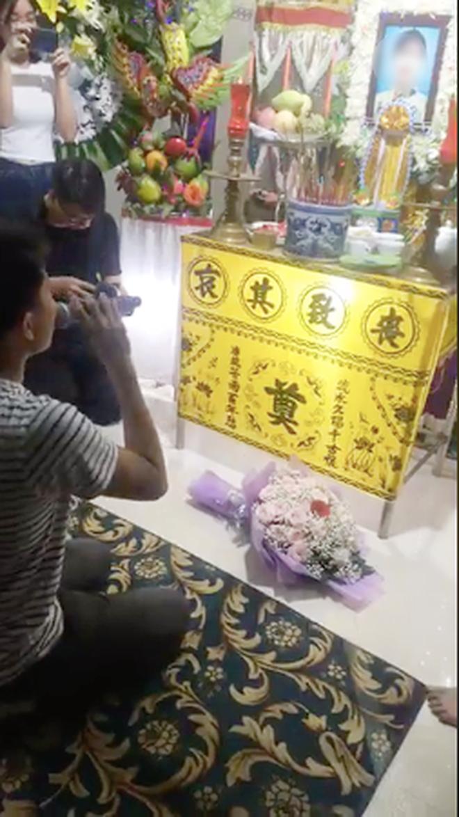 Hôn lễ hóa đám tang vì cô dâu tử nạn trước ngày cưới: Chú rể trao nhẫn, nghẹn ngào hát bên linh cữu vợ khiến nhiều người rơi lệ - Ảnh 3