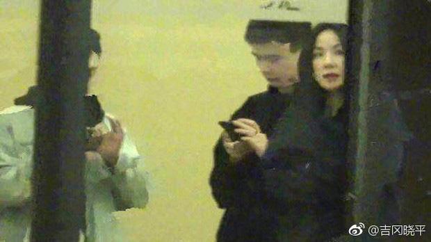 Thêm 1 căp đôi 'chị em' tan vỡ: Vương Phi đá Tạ Đình Phong hẹn hò trai trẻ, kịch bản y hệt vụ Goo Hye Sun ly hôn? - Ảnh 1