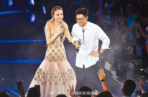 Thêm 1 căp đôi 'chị em' tan vỡ: Vương Phi đá Tạ Đình Phong hẹn hò trai trẻ, kịch bản y hệt vụ Goo Hye Sun ly hôn? - Ảnh 6