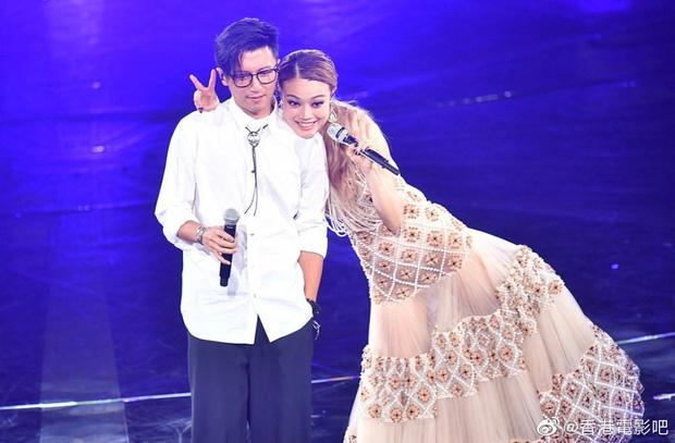 Thêm 1 căp đôi 'chị em' tan vỡ: Vương Phi đá Tạ Đình Phong hẹn hò trai trẻ, kịch bản y hệt vụ Goo Hye Sun ly hôn? - Ảnh 7