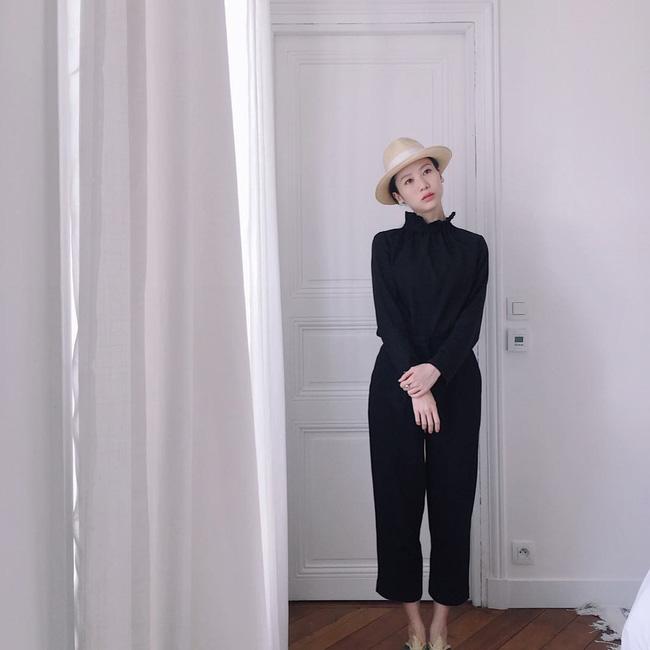 Chỉ diện quanh 3 màu đen – trắng – be nhưng phong cách của cô nàng này vẫn thật sang và cuốn hút khó cưỡng - Ảnh 6