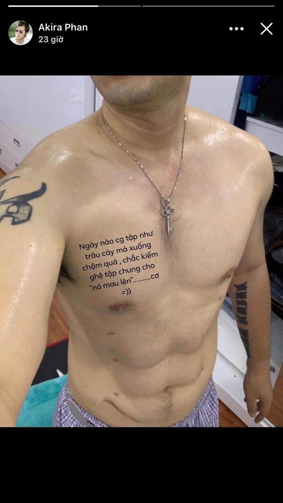 Không còn phát tướng, Akira Phan tự tin khoe thân hình 6 múi sau phẫu thuật thẩm mỹ, tích cực 'thả thính' trên MXH - Ảnh 3