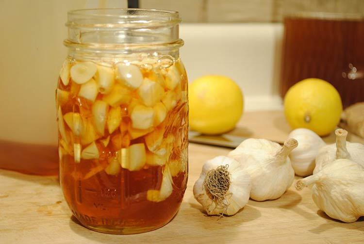 Chữa bệnh viêm mũi dị ứng viêm xoang bằng tỏi dễ làm tại nhà