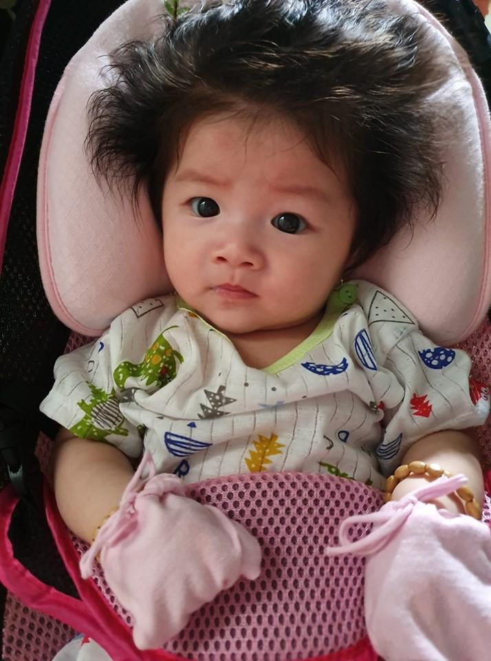'Rụng tim' trước bé gái 3 tháng tuổi có mái tóc bông xù như chú sư tử nhỏ - Ảnh 10