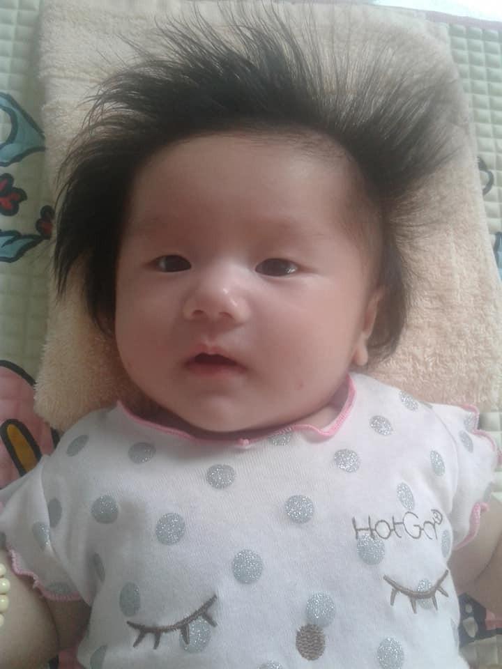 'Rụng tim' trước bé gái 3 tháng tuổi có mái tóc bông xù như chú sư tử nhỏ - Ảnh 2