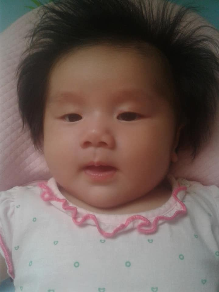 'Rụng tim' trước bé gái 3 tháng tuổi có mái tóc bông xù như chú sư tử nhỏ - Ảnh 3