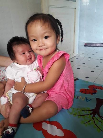 'Rụng tim' trước bé gái 3 tháng tuổi có mái tóc bông xù như chú sư tử nhỏ - Ảnh 6