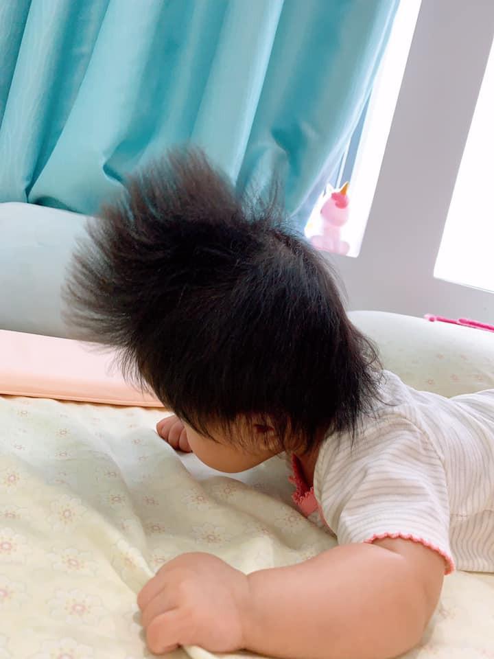 'Rụng tim' trước bé gái 3 tháng tuổi có mái tóc bông xù như chú sư tử nhỏ - Ảnh 9