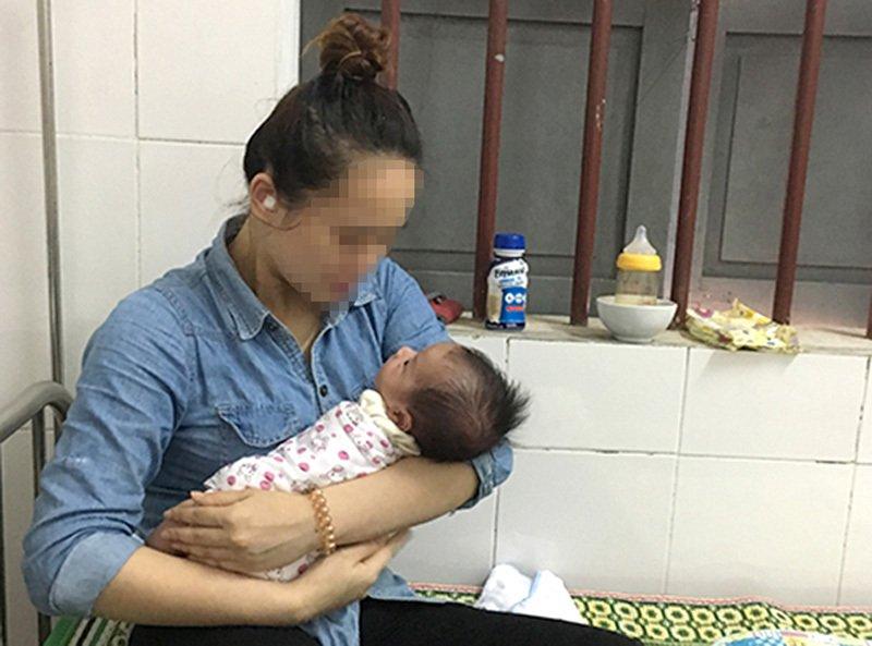 Mẹ trẻ bỏ rơi bé trai 2 tháng bên đường ở Nghệ An - Ảnh 1