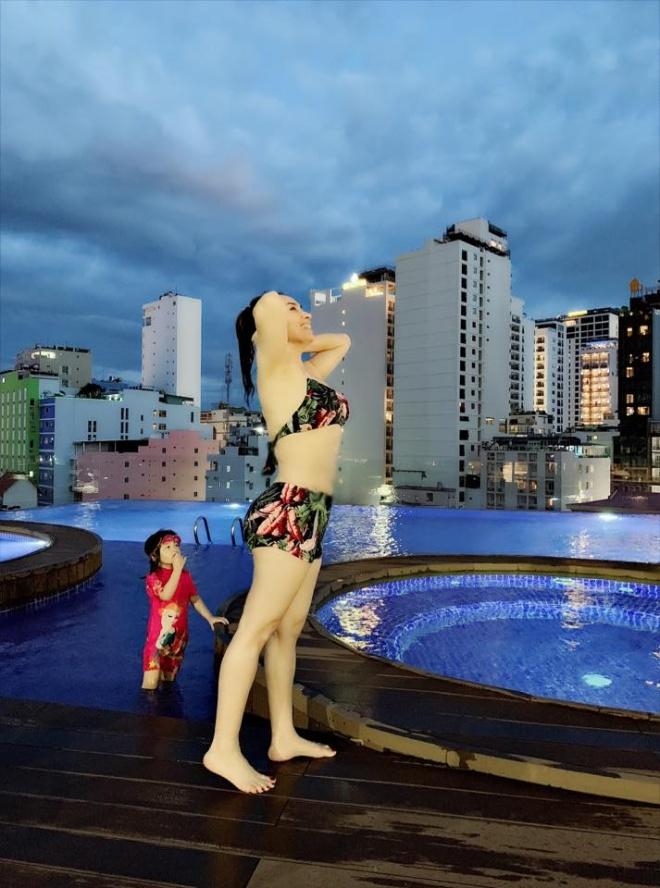 Phi Nhung nhận 'bão like' khi lần đầu khoe ảnh diện đồ bơi ở tuổi 46 - Ảnh 1