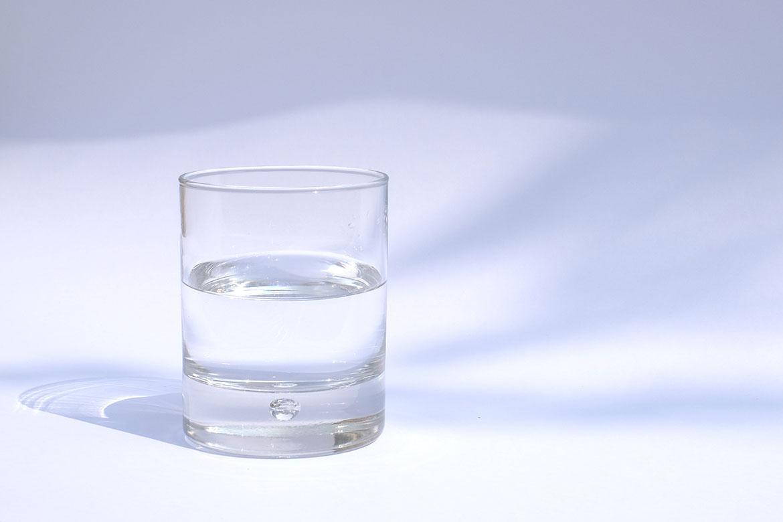8 lý do khiến việc uống đủ nước cực kỳ quan trọng với làm đẹp - Ảnh 3