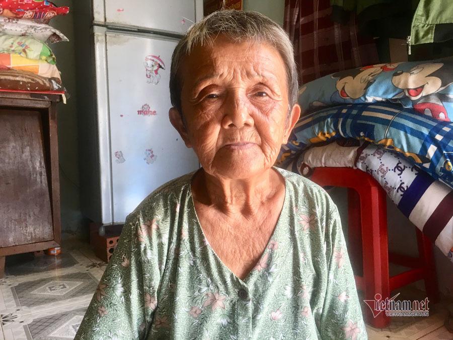 Bà cụ ngủ gầm cầu Sài Gòn từ nhỏ, 82 tuổi được làm giấy khai sinh - Ảnh 2