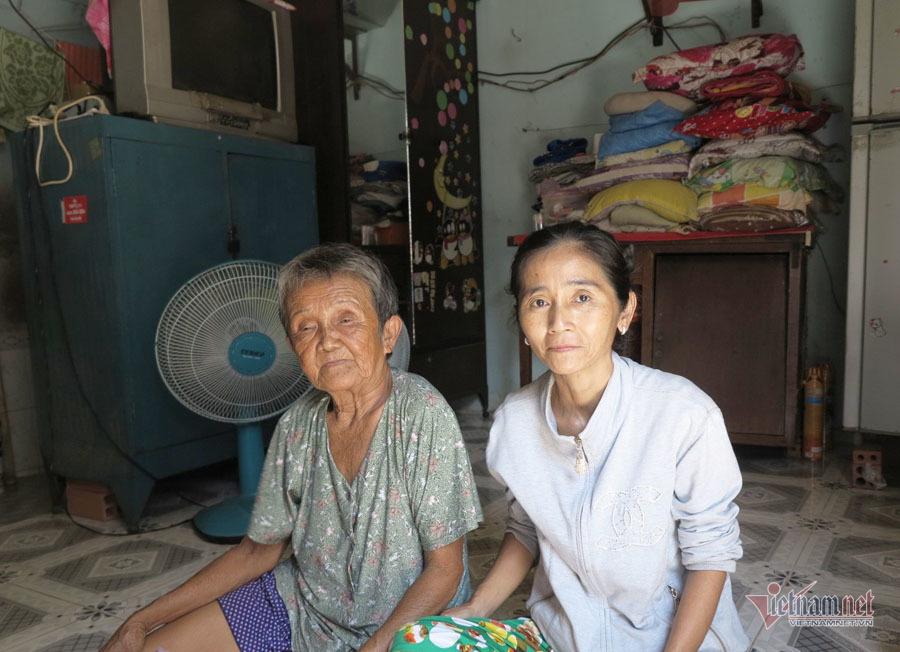 Bà cụ ngủ gầm cầu Sài Gòn từ nhỏ, 82 tuổi được làm giấy khai sinh - Ảnh 3