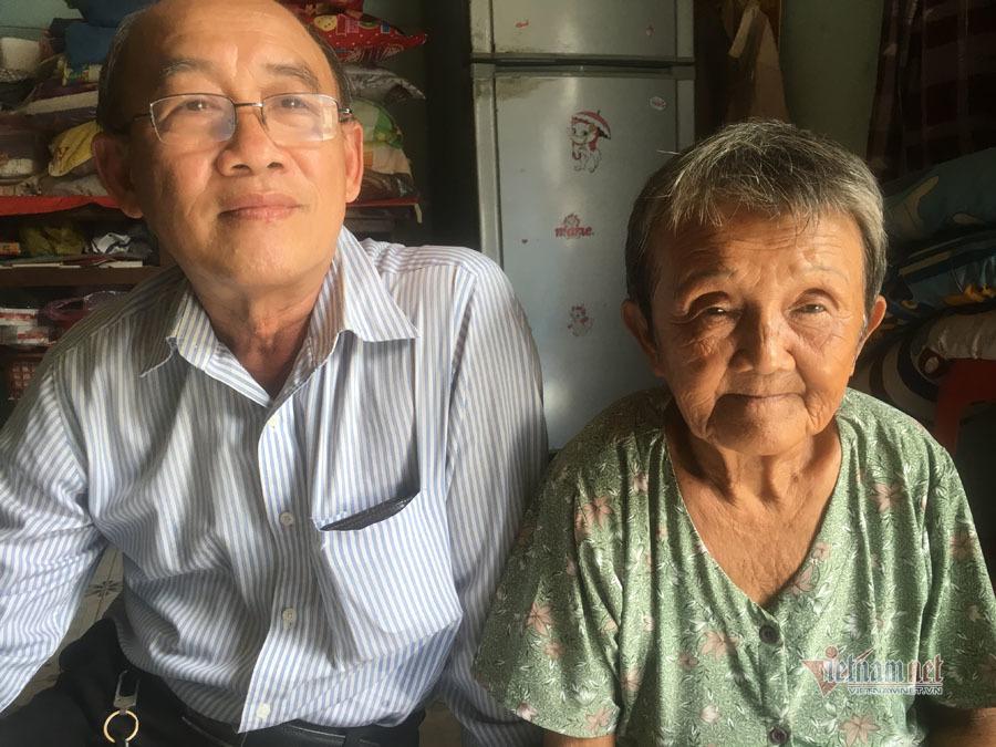 Bà cụ ngủ gầm cầu Sài Gòn từ nhỏ, 82 tuổi được làm giấy khai sinh - Ảnh 4