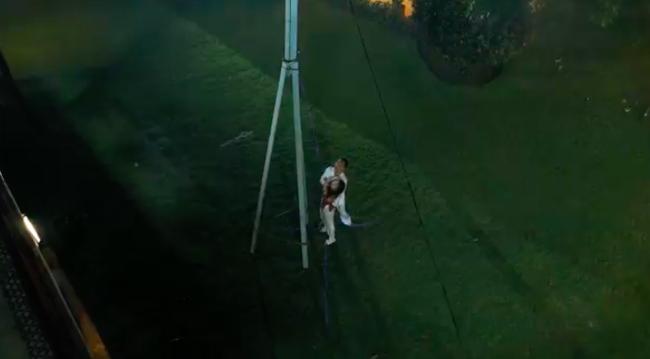 'Tiếng sét trong mưa': Kết phim lộ cảnh Phượng tự sát bằng điện giật nhưng Xuân cũng chết theo vì cứu cô? - Ảnh 4