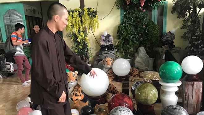 Tịnh thất Bồng Lai báo mất 305 triệu khi nhóm 50 người đột nhập - Ảnh 1
