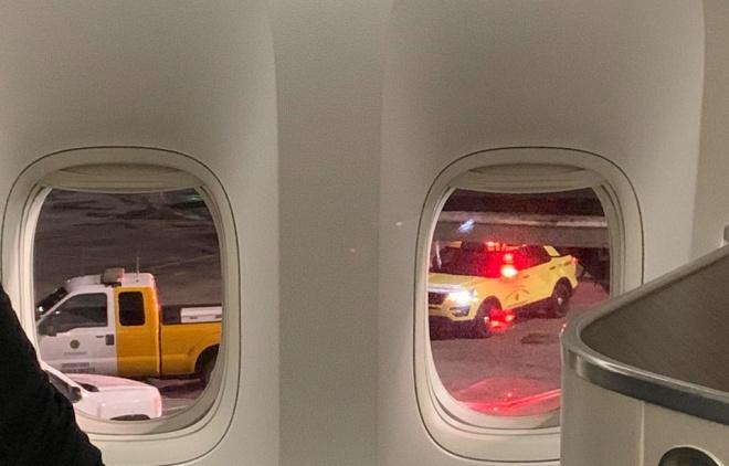 Ca sĩ Đan Trường lo lắng vì máy bay gặp sự cố khi đang di chuyển trên bầu trời - Ảnh 2