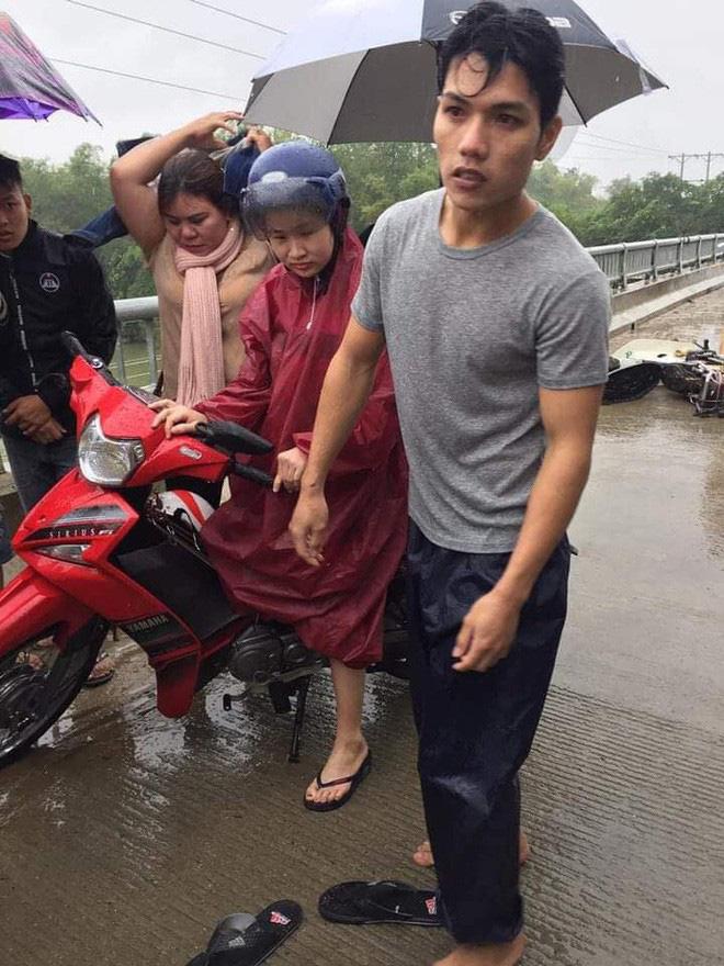 Cảm động chàng 'soái ca' không chút do dự, bất chấp mưa bão lao xuống sông cứu người bị nạn - Ảnh 3