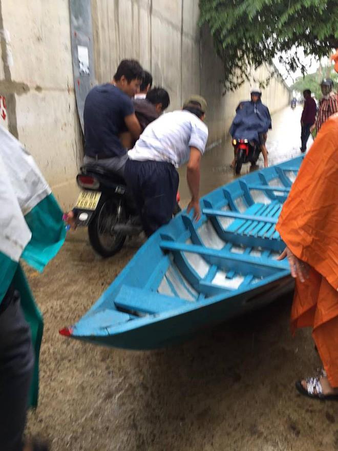 Cảm động chàng 'soái ca' không chút do dự, bất chấp mưa bão lao xuống sông cứu người bị nạn - Ảnh 5