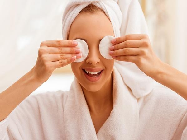 Duy trì những thói quen này sẽ giúp các 'cú đêm' khắc phục hiệu quả chứng khô mắt - Ảnh 1