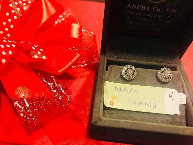 Sau đám cưới, vợ doanh nhân lớn tuổi của Trương Nam Thành khoe kỷ vật của bà nội chồng tặng - Ảnh 2