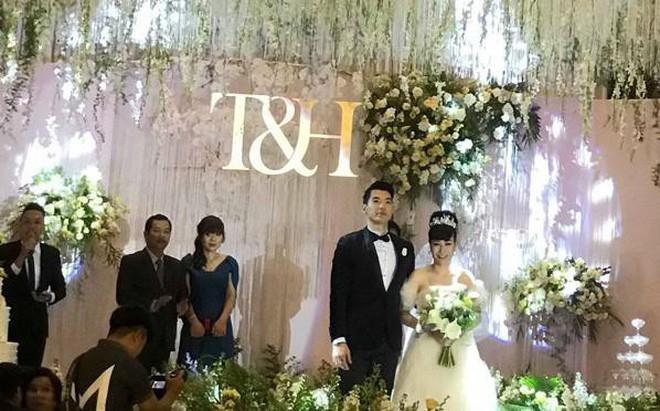 Sau đám cưới, vợ doanh nhân lớn tuổi của Trương Nam Thành khoe kỷ vật của bà nội chồng tặng - Ảnh 3
