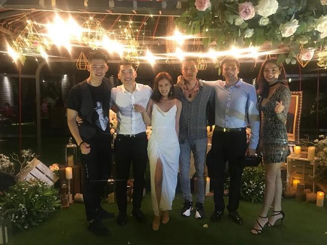 Sau đám cưới, vợ doanh nhân lớn tuổi của Trương Nam Thành khoe kỷ vật của bà nội chồng tặng - Ảnh 6