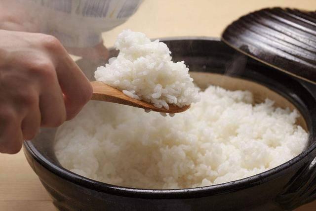 Nấu cơm đừng chỉ vo rồi cho vào nồi, thêm bước đơn giản này cơm ngon hơn hẳn - Ảnh 3