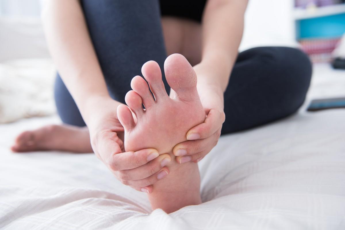 Nghe thì tưởng không liên quan nhưng đây lại là những triệu chứng cho thấy xương của bạn đang có vấn đề - Ảnh 3