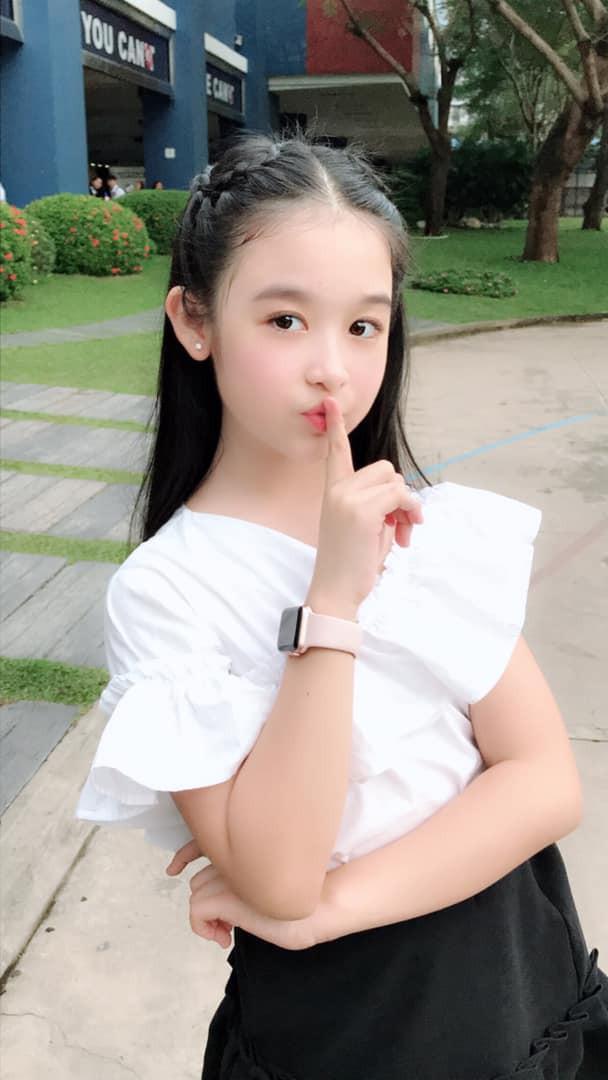 """Tiểu mỹ nhân đẹp thần thánh chẳng kém Tiểu Vy, Đỗ Mỹ Linh khiến dân tình phải gật gù: """"Hoa hậu tương lai đây rồi"""" - Ảnh 13"""