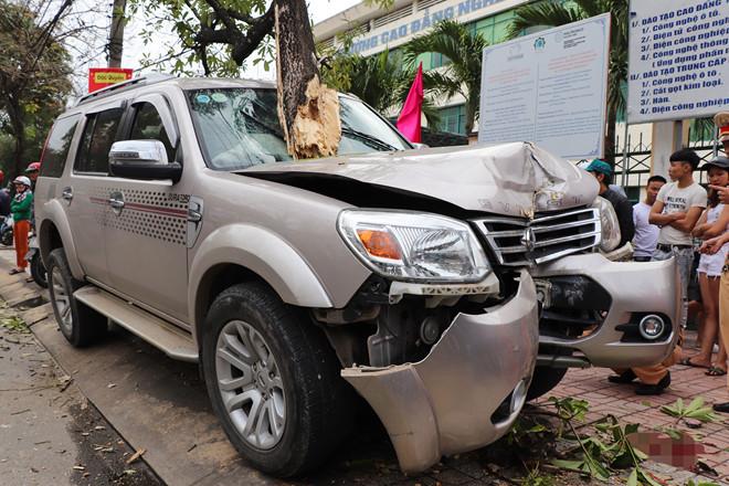 Đứng chờ xe về quê ăn Tết, bé 3 tuổi bị ô tô lao lên vỉa hè tông tử vong - Ảnh 1