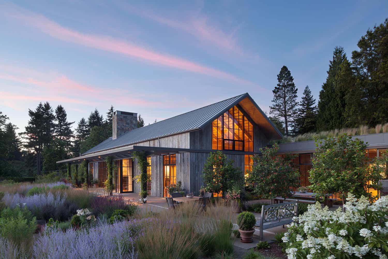 Ngôi nhà đẹp như cổ tích lại nằm giữa không gian thiên nhiên rộng lớn toàn hoa thơm cỏ lạ - Ảnh 3