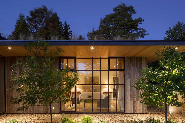 Ngôi nhà đẹp như cổ tích lại nằm giữa không gian thiên nhiên rộng lớn toàn hoa thơm cỏ lạ - Ảnh 6