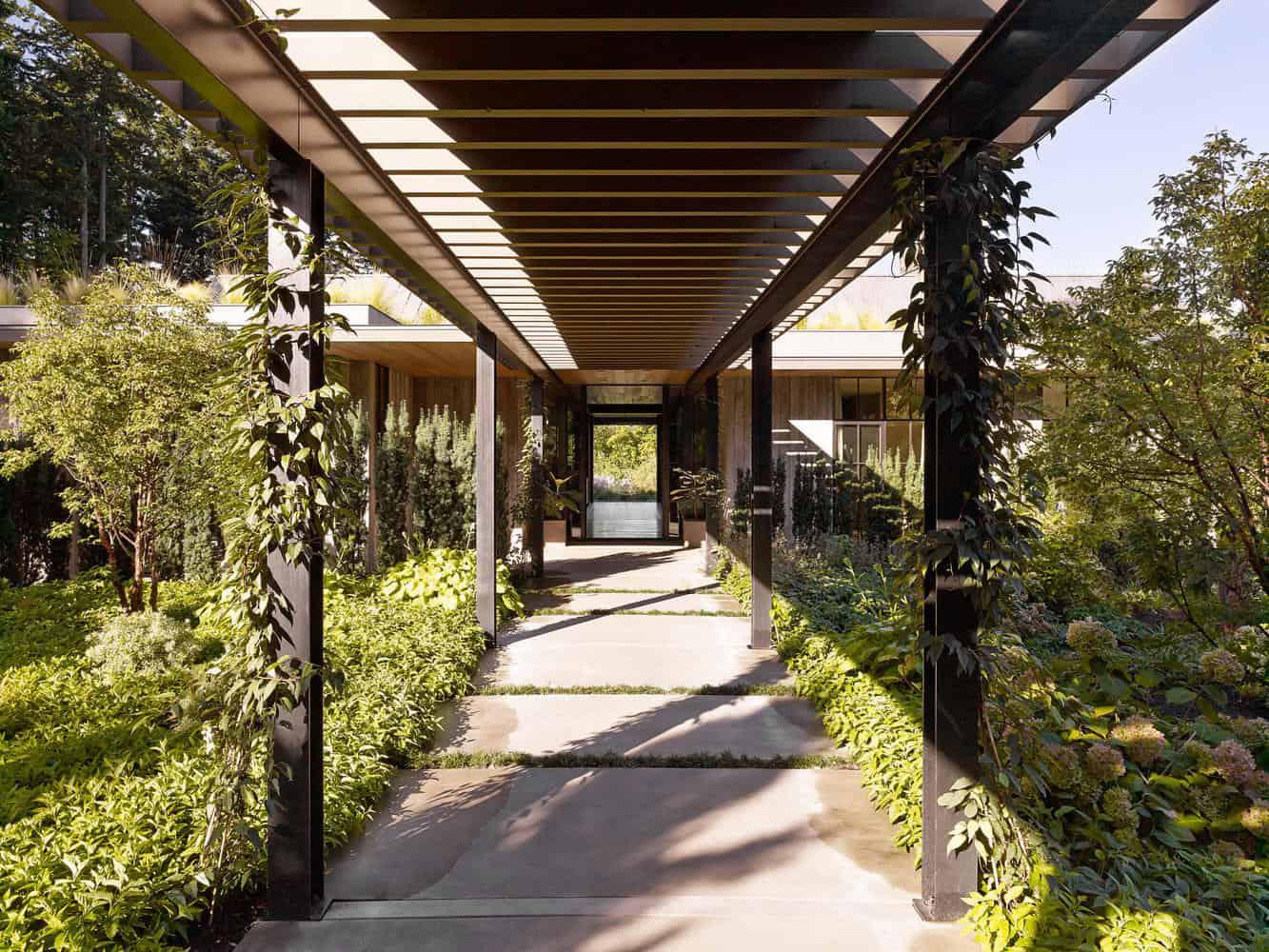 Ngôi nhà đẹp như cổ tích lại nằm giữa không gian thiên nhiên rộng lớn toàn hoa thơm cỏ lạ - Ảnh 9